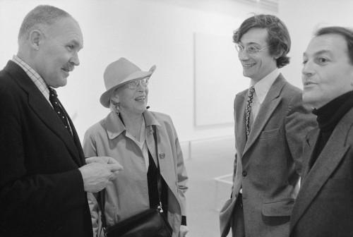 Pontus Hulten et Alfred Pacquement lors du vernissage de l'exposition Ellsworth Kelly, Atelier Aujourd'hui 23 en 1980, photo Jacques Faujour