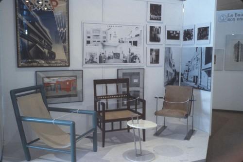 Paris-Berlin, 1978. Archives MNAM, photographie Jacques Faujour. Espace « L'environnement fonctionnaliste. Au mur, Nord Express, affiche de Cassandre. Mobilier fonctionnaliste français.