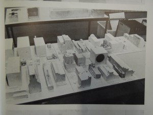 """Déballage et identification des éléments d'architectones, in Jean-Hubert Martin, """"Archéologie des architectones"""", Les Cahiers du Mnam, janvier/mars 1980, p. 150-151"""